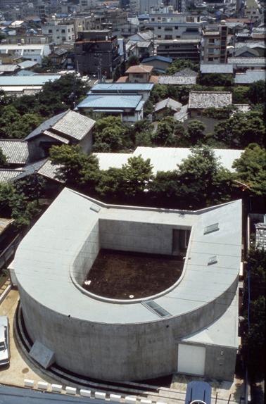 伊東豊雄 中野本町の家 / White U(1976)写真:多木浩二