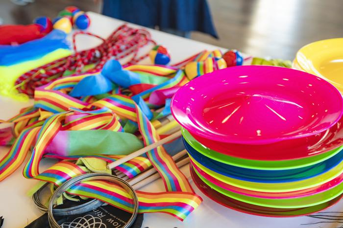 カラフルなジャグリングの道具がたくさん置いてありました。 (撮影:427FOTO)