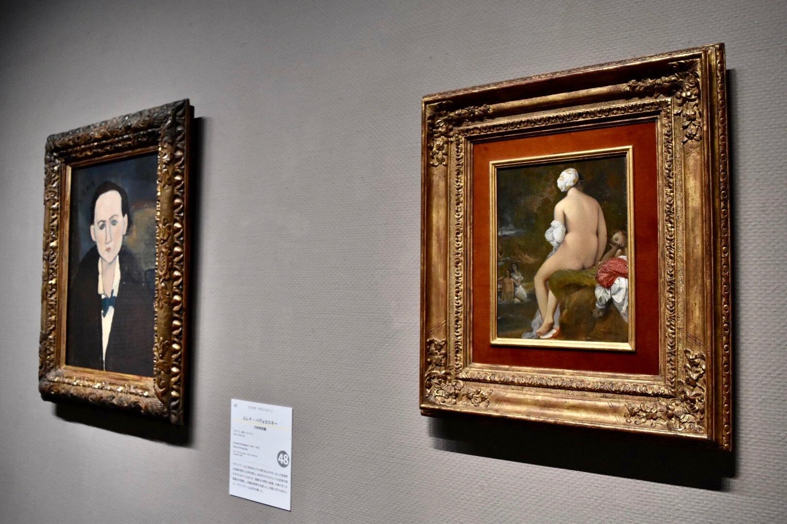 展示風景:右:ドミニク・アングル 《水浴の女(小)》 1826年 左奥:アメデオ・モディリアーニ 《エレナ・パヴォロスキー》 1917年