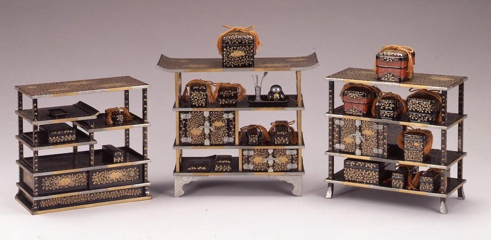 《牡丹唐草蒔絵雛道具》文政10年(1827)  江戸東京博物館所蔵