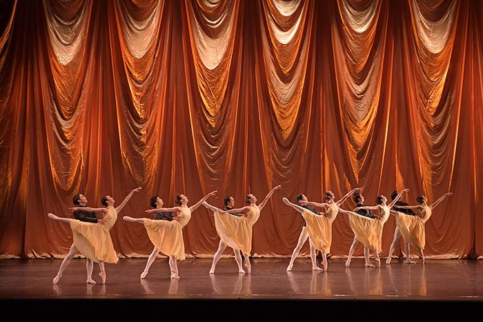 東京シティ・バレエ団『Octet』©鹿摩隆司