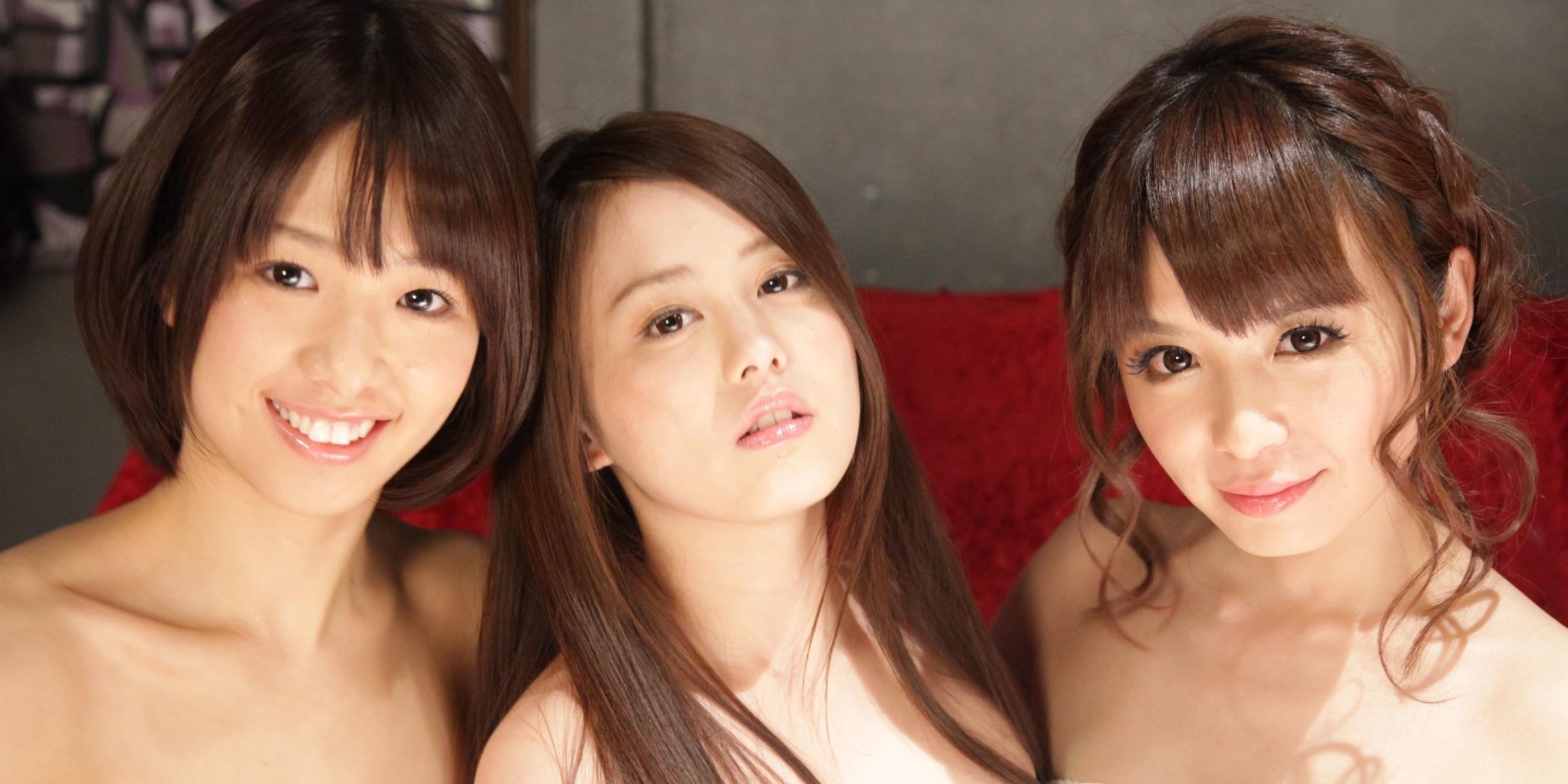 左から 川上奈々美、伊東 紅、栗林里莉 (C)2014 映画『メイクルーム』製作委員会
