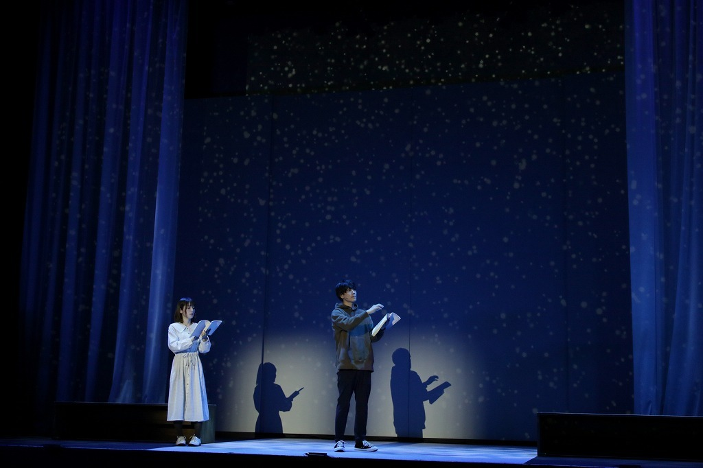 (左から)内田真礼、黒羽麻璃央 撮影:阿久津知宏