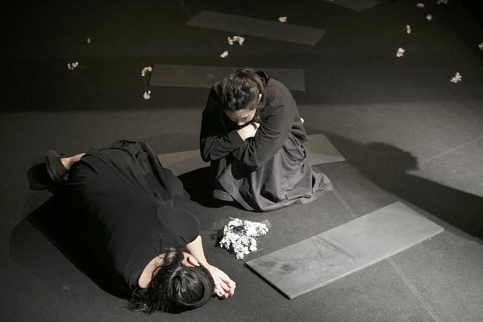 第27回OMS戯曲賞大賞作品の、コトリ会議『セミの空の空』(2019年)。 [撮影]河西沙織(劇団壱劇屋)