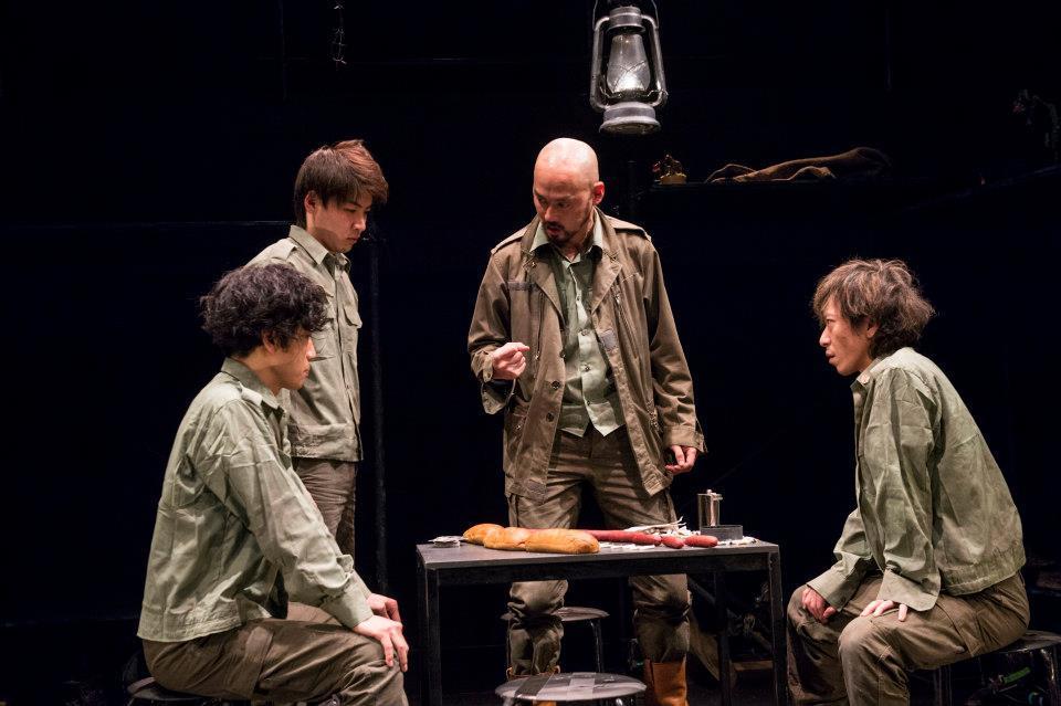 Théâtre des Annalesの『従軍中の若き哲学者ルートヴィヒ・ウィトゲンシュタインが(略)』初演より 撮影:引地信彦