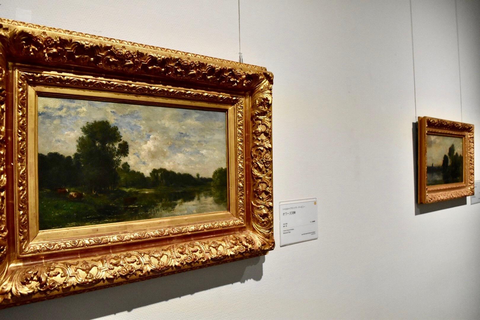 左:シャルル=フランソワ・ドービニー 《オワーズ河畔》 1865年頃 ランス美術館蔵