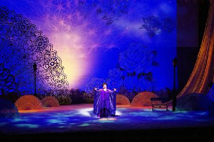 """シャンソンの名曲でつづる「美輪明宏の世界」、観客を""""薄紫の世界""""へ誘う"""