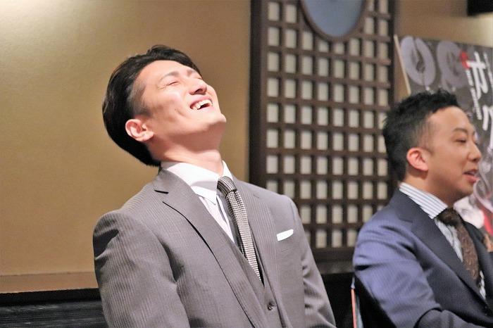時折飛び出す猿之助さんの冗談に隼人さんがこの大笑い!