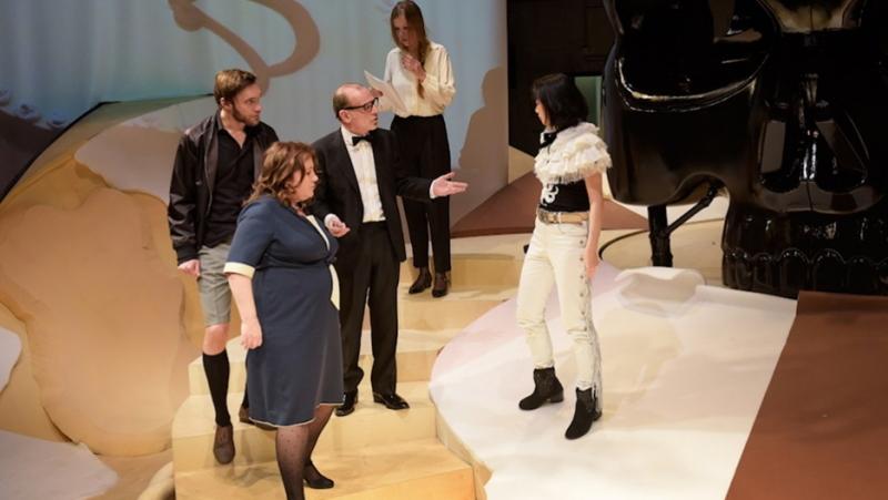 『Rocco Darsow』初演:2014年、ハンブルク・ドイツ劇場(上演時間:65分) 出演:原サチコ、クリストフ・ルーザー、ベッティーナ・シュテュッキー、マルティン・ヴトケ