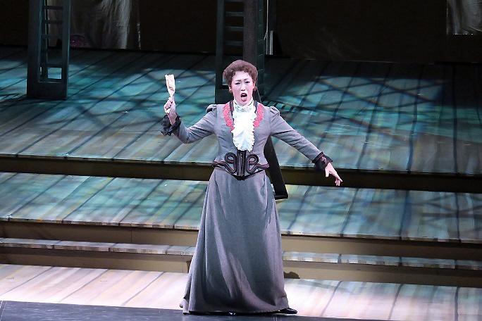 ニコライ作曲 歌劇「ウィンザーの陽気な女房たち」でフルート夫人を演じる木澤佐江子 (提供:関西二期会)