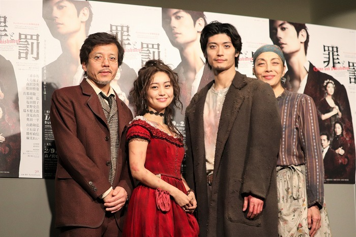(左から)勝村政信、大島優子、三浦春馬、麻実れい