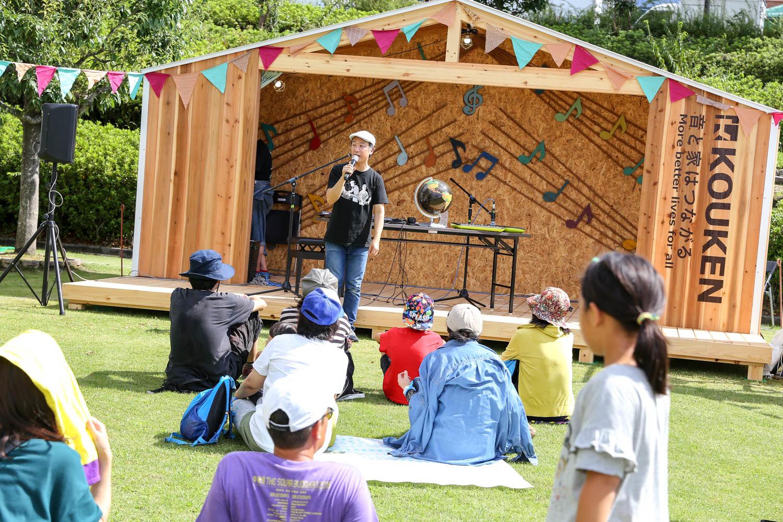 子供・ファミリー向けのトークや演奏が設けられたりもする、中津川ソーラー