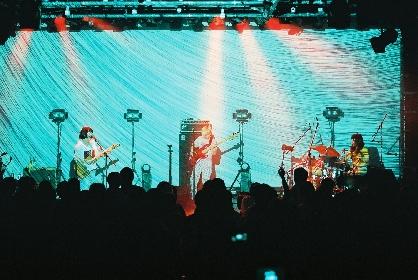"""さらに表現を拡張 リーガルリリーが""""東京""""をテーマに空間を作り上げた企画ライブをレポート"""