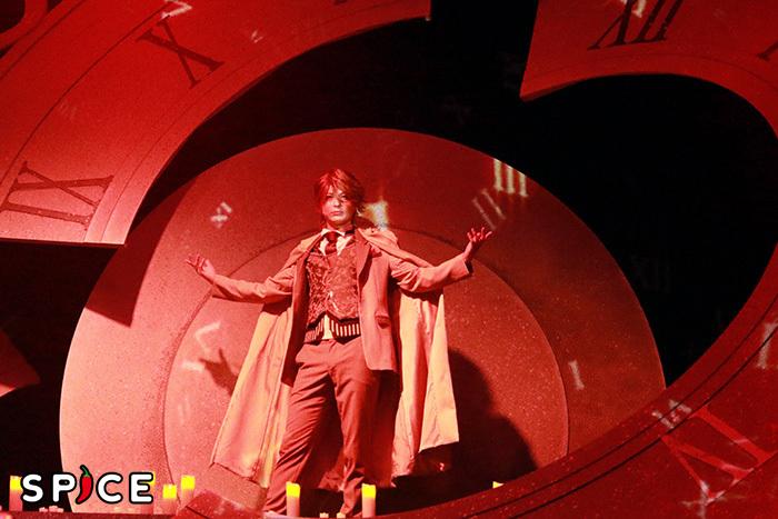 瑛(あきら)演じるサン・ジェルマン伯爵  ©CYBIRD / イケメンヴァンパイア THE STAGE製作委員会