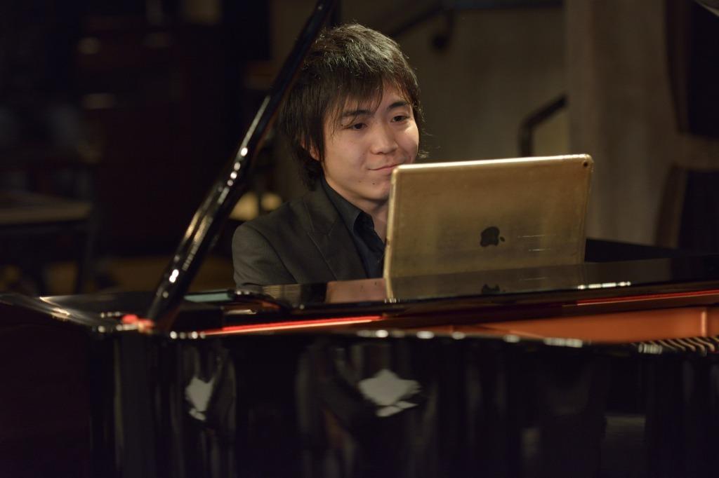 黒岩航紀(ピアノ)
