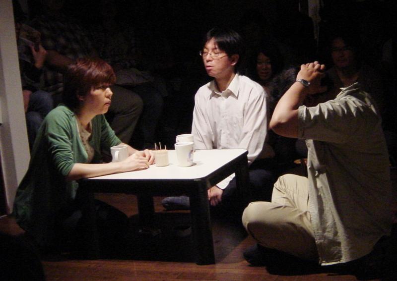 『隣にいても一人』(作:平田オリザ 演出:天野天街) (撮影:嶋生薫理)