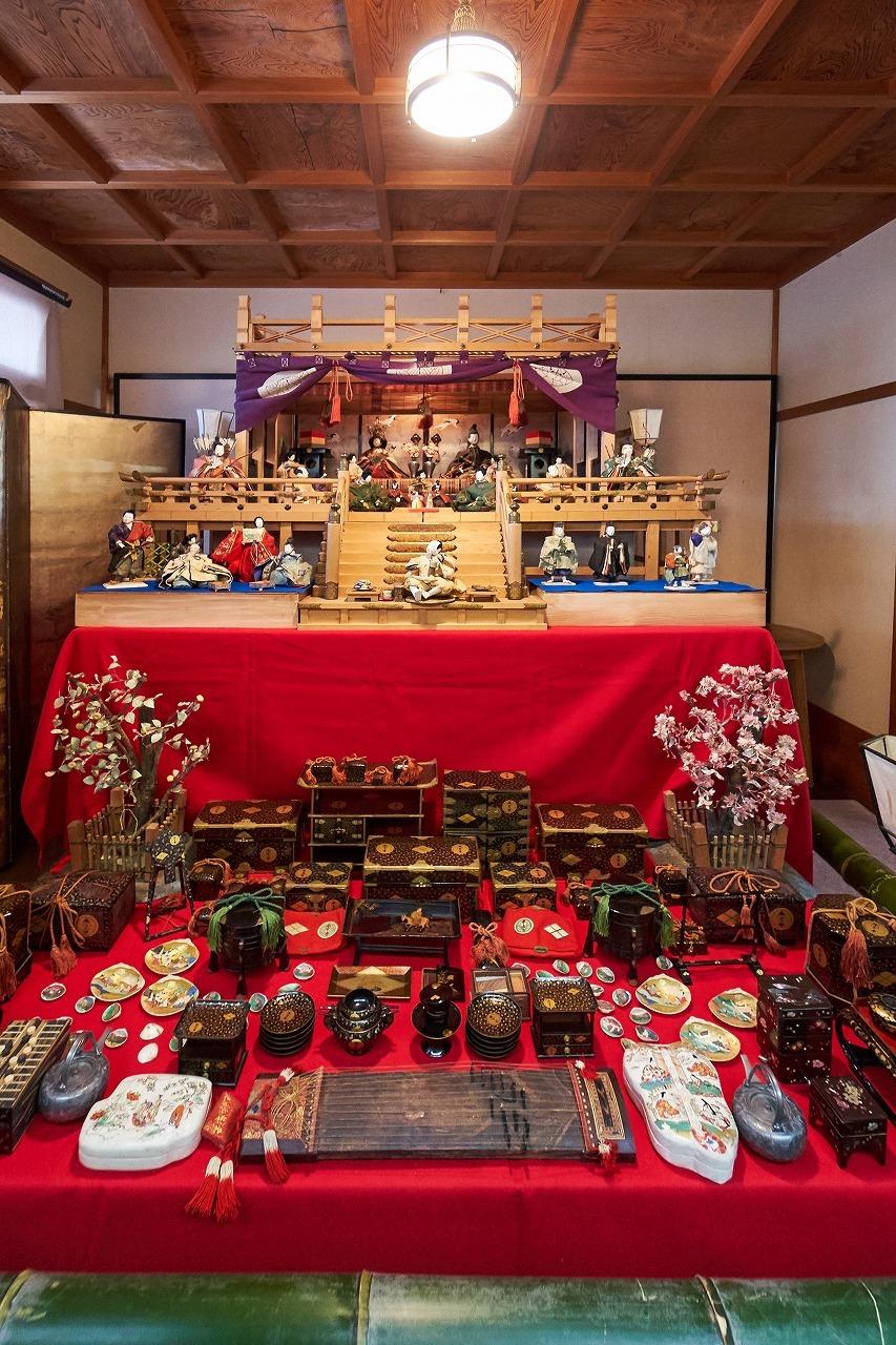 近江商人の家に伝わる御殿飾り(十畝の間)
