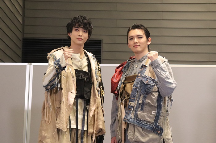 『オレステスとピュラデス』(左から)鈴木仁、濱田龍臣