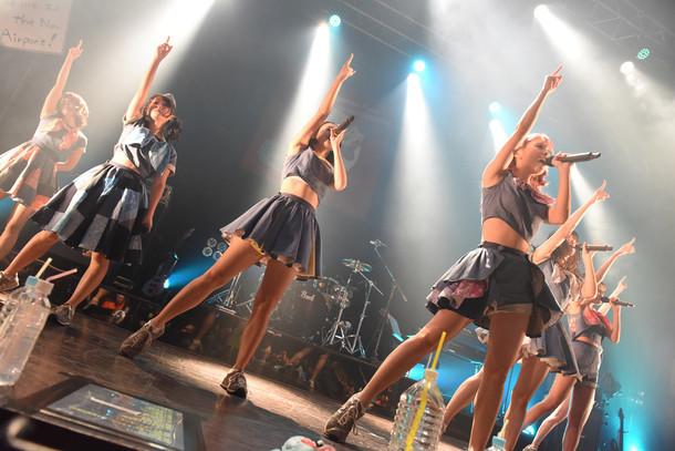 「PASSPO☆フライトツアーROCK周年ツアー アリガート便」ファイナル公演の様子。