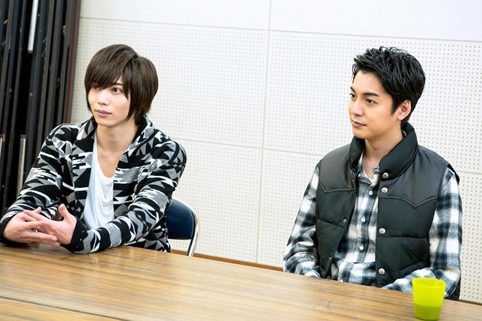 (左から)染谷俊之、大野拓朗  撮影=高村直希