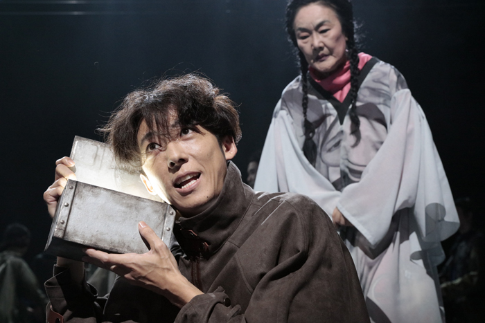 NODA・MAP第24回公演「フェイクスピア」(撮影:篠⼭紀信)