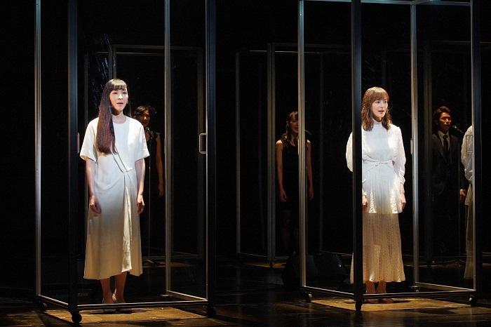 (左から)麻生久美子、生田絵梨花 撮影:宮川舞子