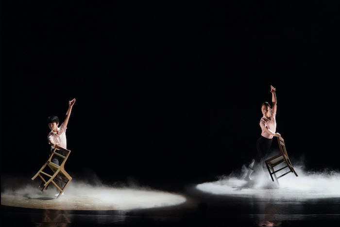『ビリー・エリオット』舞台写真。左:川口調、右:永野亮比己(撮影:田中亜紀)