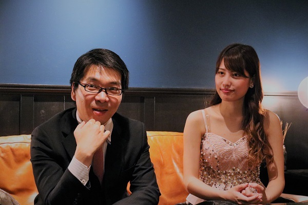 (左から)金子鈴太郎、高木美里