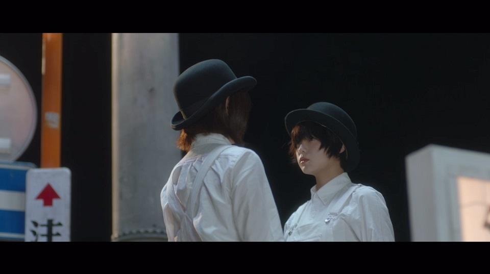 「Student Dance」MVより