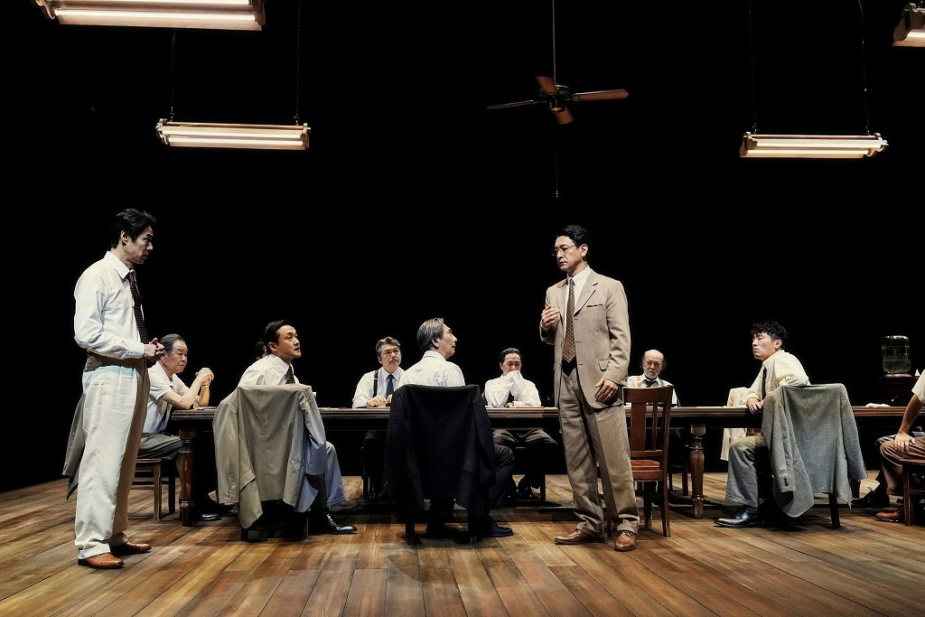 『十二人の怒れる男』舞台写真 撮影:細野晋司