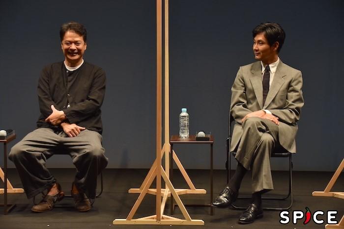 田中哲司、松田龍平(左から)