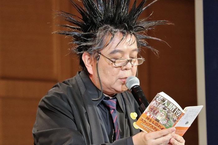 松尾スズキさんの本を朗読するケラさん