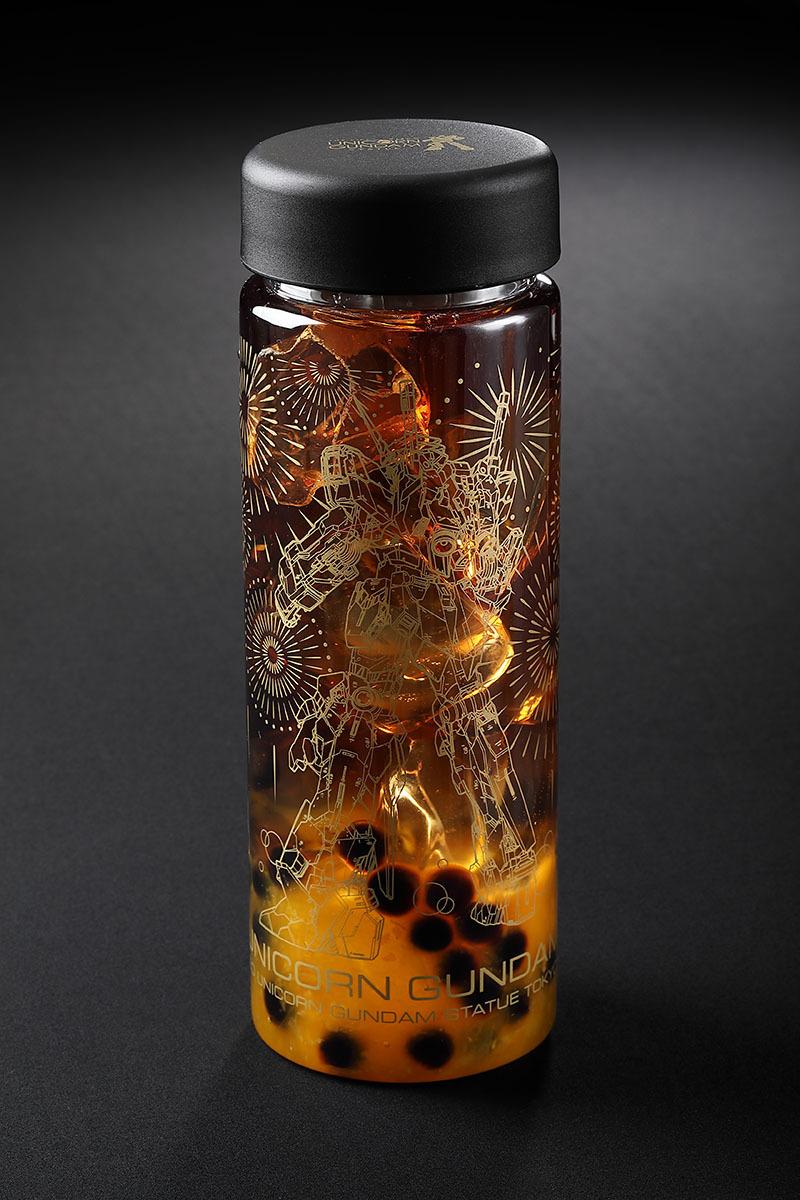 タピオカトロピカルティー(オレンジ果肉入り) ©創通・サンライズ