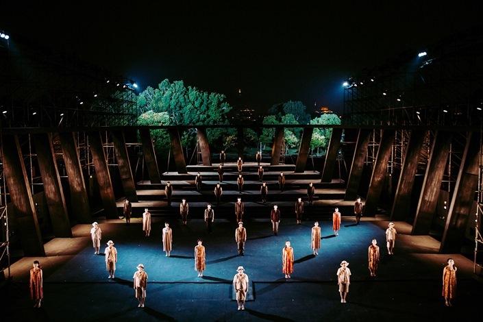 維新派 『AMAHARA~當臺灣灰牛拉背時』 Image by National Kaohsiung Center for the Arts (Weiwuying)