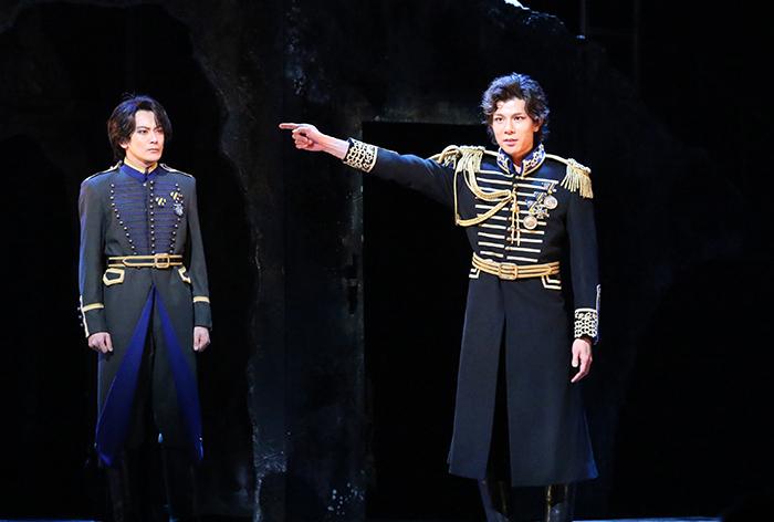 (左から)小西遼生、柿澤勇人 ミュージカル『フランケンシュタイン』2017年初演より 写真提供/東宝演劇部