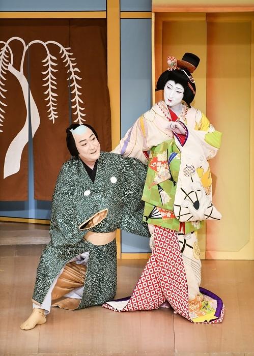 第一部『京人形』左より、左甚五郎=中村芝翫、京人形の精=中村七之助