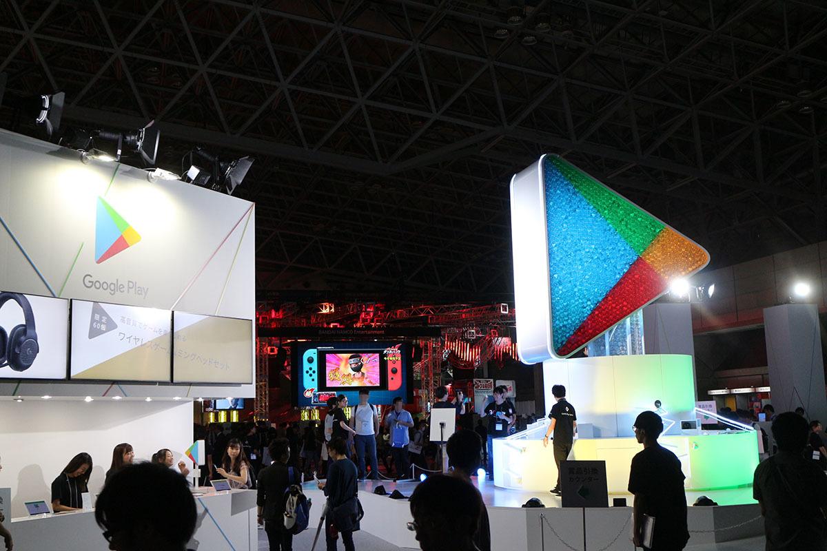 Android OSスマホでのゲームアプリDLに欠かせない「Google Play」も出展/撮影:梅田勝司