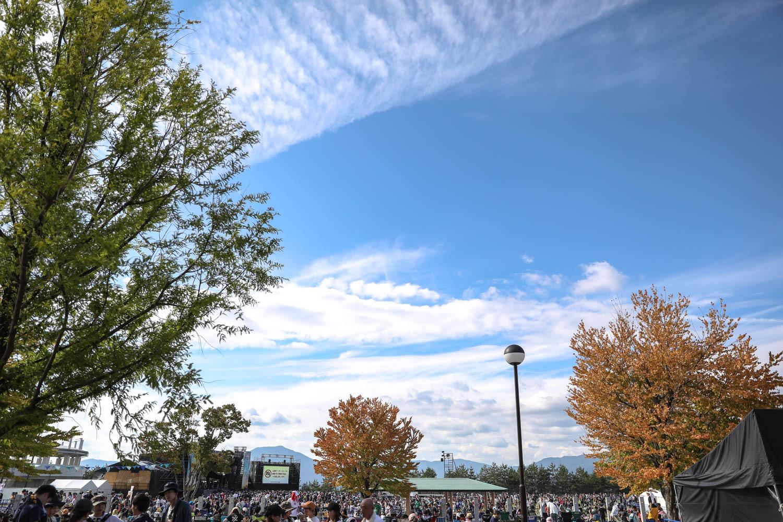 例年より一週遅れだった今年、木々にはほんのり秋の気配も