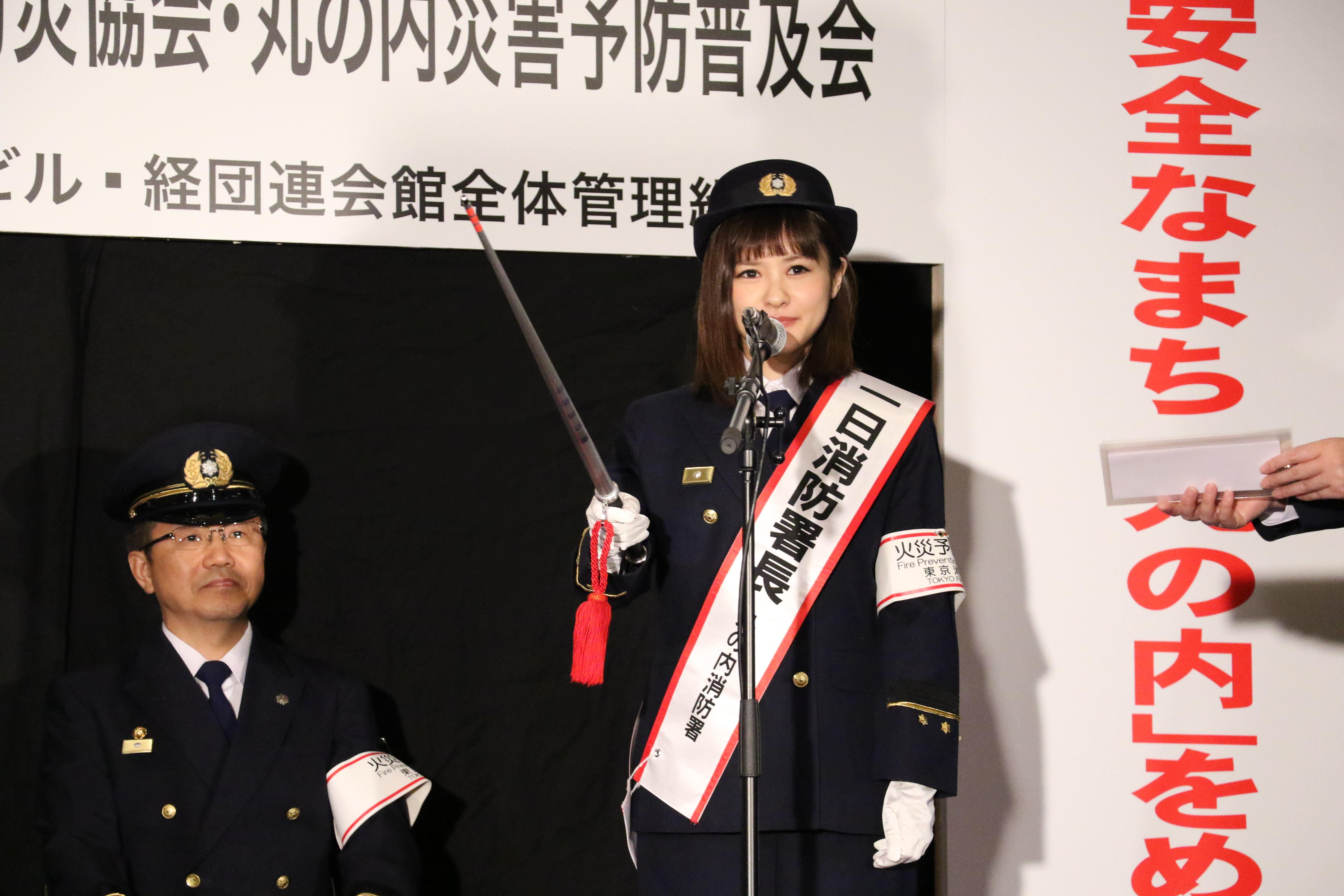 AED訓練の指揮をとる昆夏美
