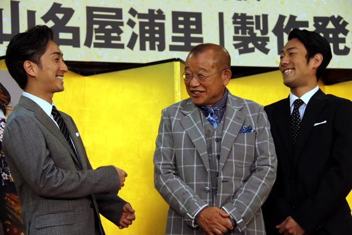 (左から)中村七之助、笑福亭鶴瓶、中村勘九郎