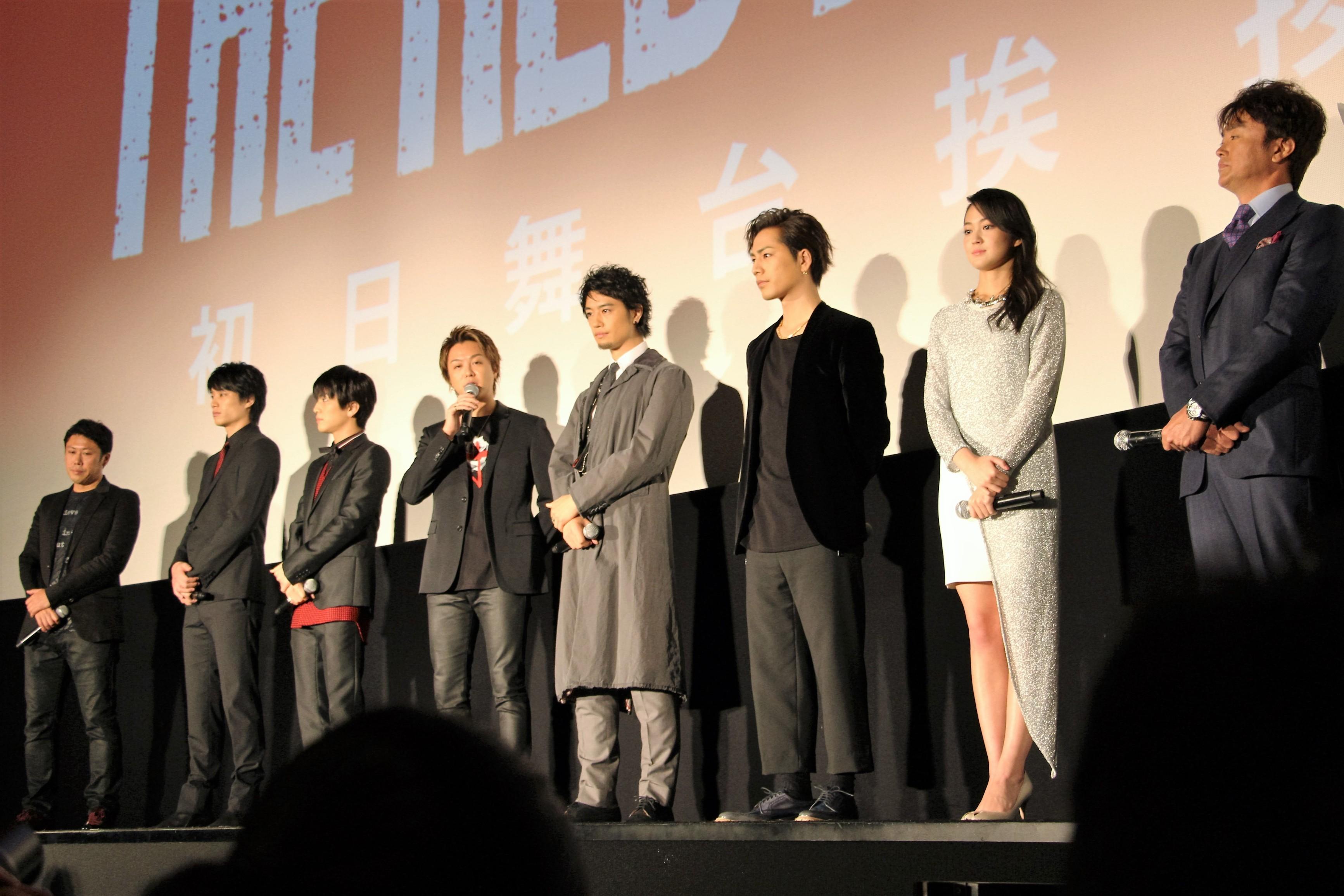 左から、山口雄大監督、鈴木伸之、岩田剛典、TAKAHIRO、斎藤工、登坂広臣、吉本実憂、石黒賢