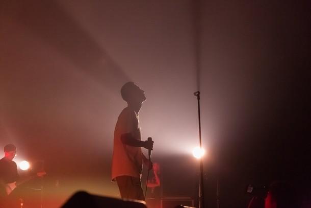 AKLO「Outside the Frame Tour」赤坂BLITZ公演の様子。 (Photo by Kenji Kitazato)
