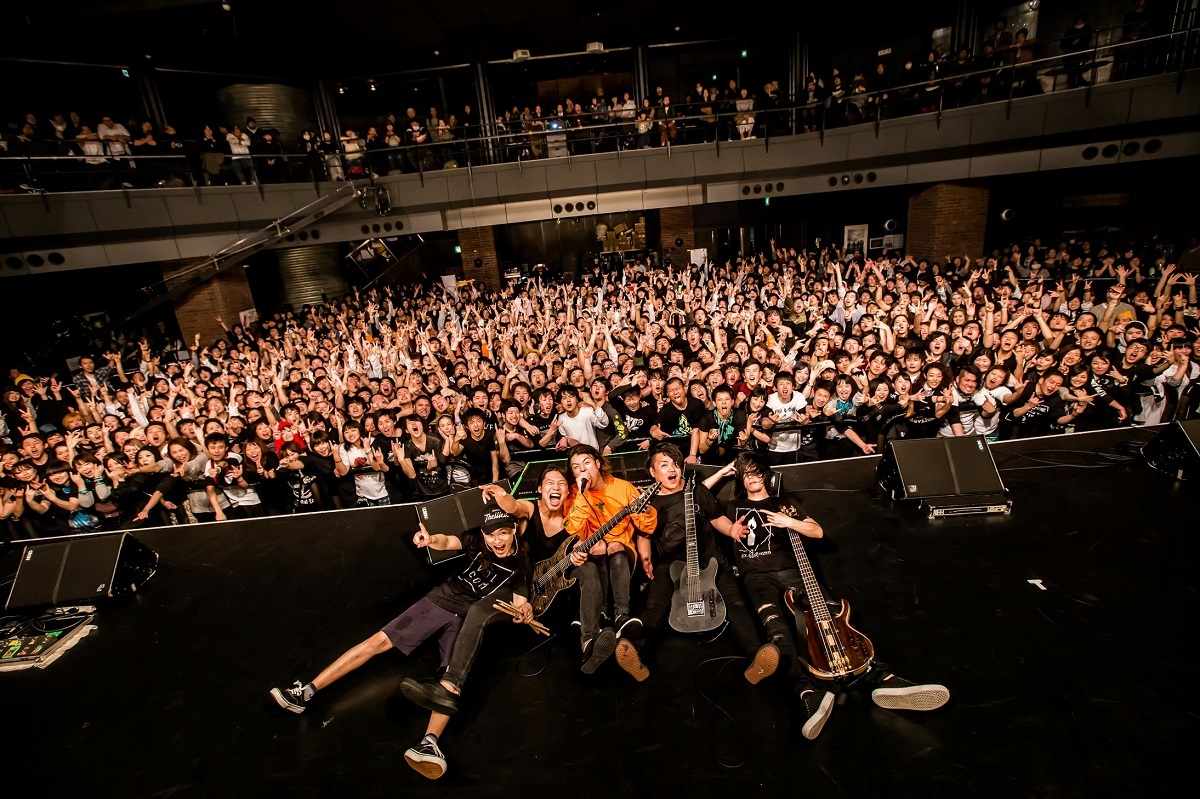 CRYSTAL LAKE photo by TAKASHI KONUMA