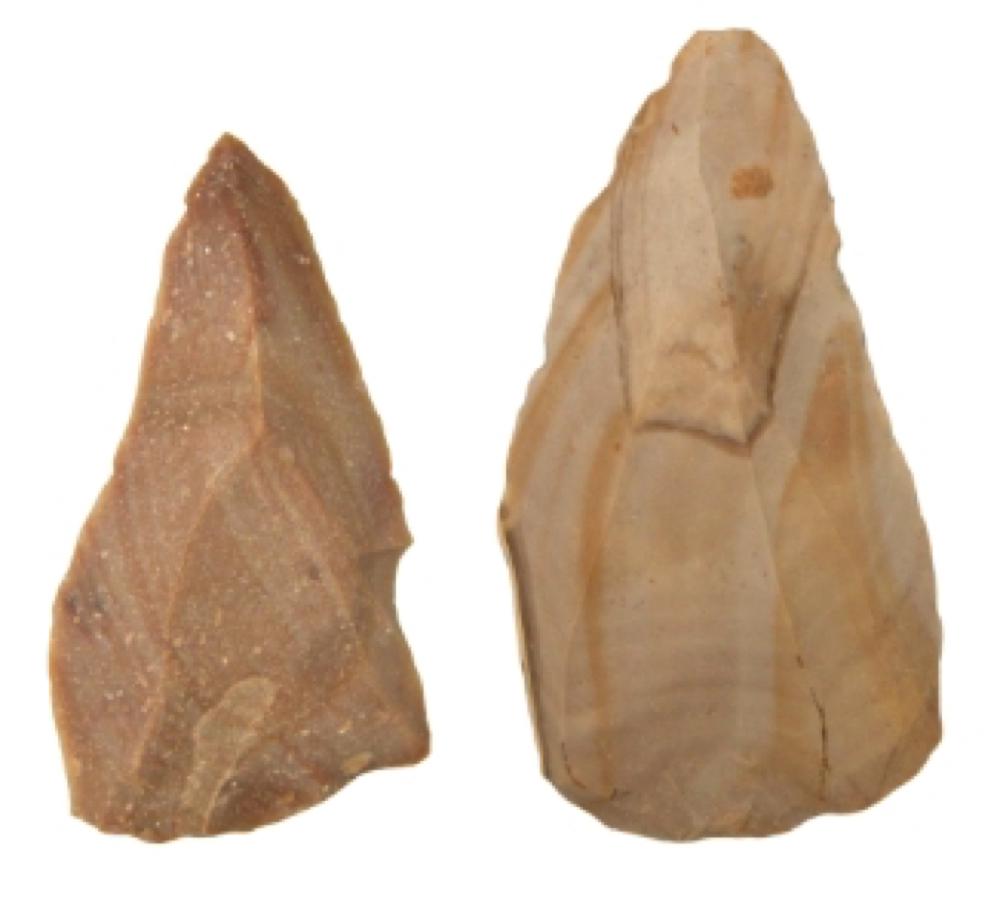 ルヴァロワ型石器2点:ヨルダン・トル=アエイド遺跡、 約7.5-5万年前(名古屋大学博物館)