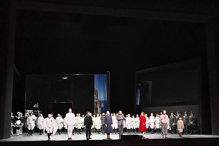 新国立劇場オペラ《アルマゲドンの夢》ゲネプロカーテンコール(撮影:長澤直子)