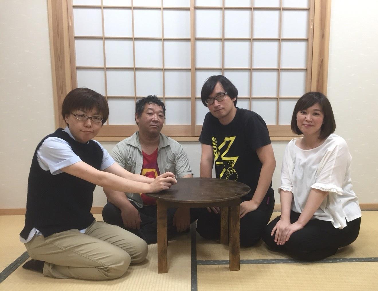 『隣にいても一人』メイン出演者。(左から)椎葉みず穂、平野浩治、大迫旭洋、松本麻衣子 [写真提供]雨傘屋