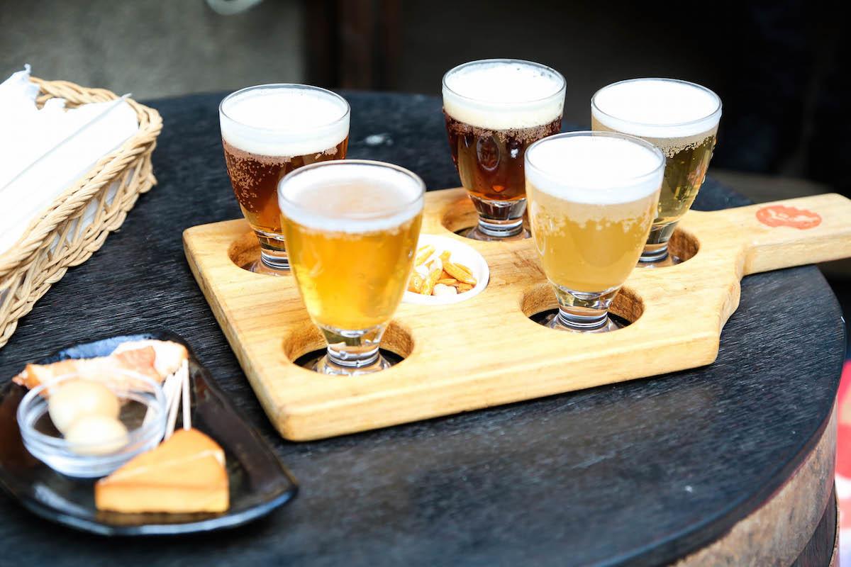 ちょっとずつ5種類のビールを味わう