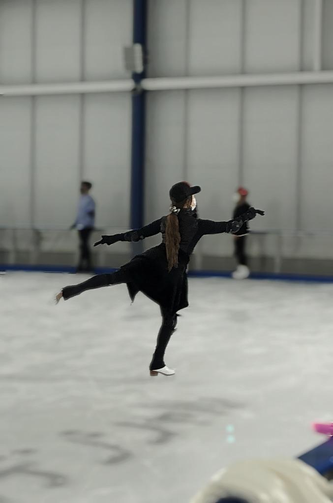 スケートの練習風景より 平原綾香