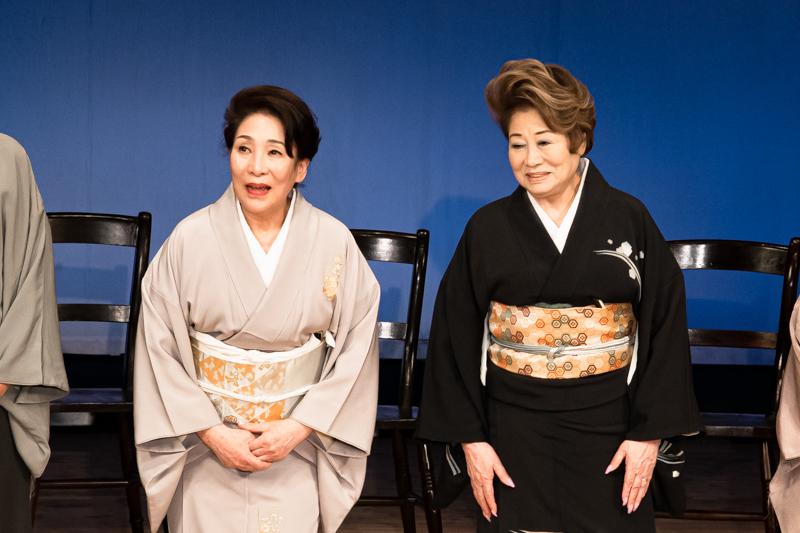 (左から)波乃久里子、水谷八重子