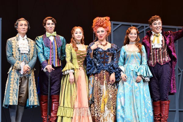 (左から)アルコ伯爵役のイ・ギドン、シカネーダー役のイ・チャニ、ナンネール役のぺ・へソン、ナンネール役のキム・ジユ、シカネーダー役のホン・ロッキ